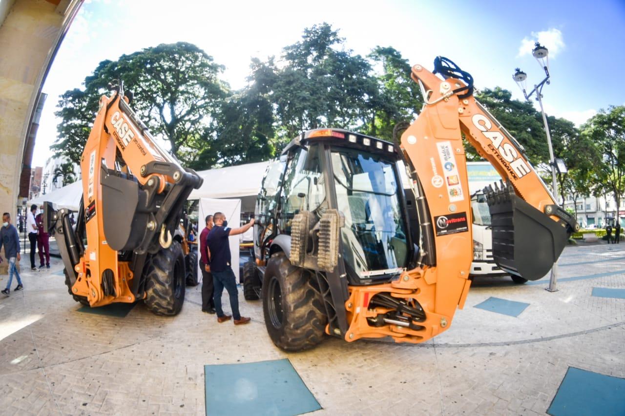 Alcaldía entregó nuevo kit de maquinaria pesada para la zona rural de Ibagué