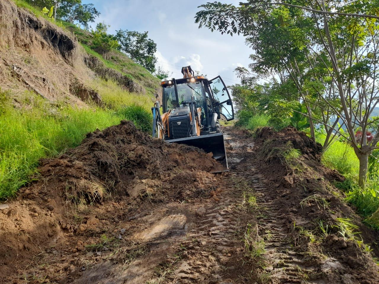 Alcaldía de Ibagué atiende emergencia vial en la vereda Cataima