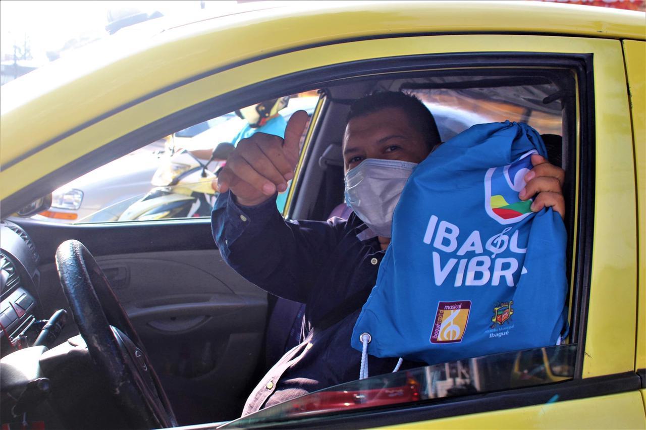 Más de 400 kits de protección fueron entregados al gremio de taxistas por parte de la Administración Municipal
