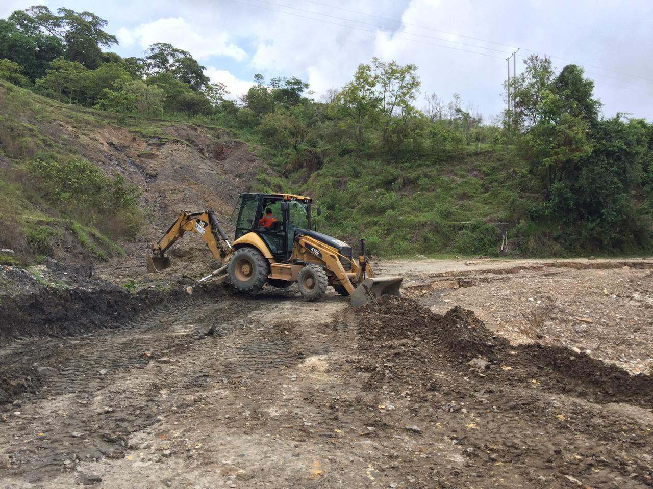 Maquinaria de la Gobernación del Tolima atiende la vía Prado-Dolores