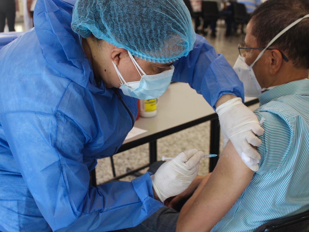 Inicia la vacunación de adultos mayores de 70 años contra el Covid-19 en Ibagué