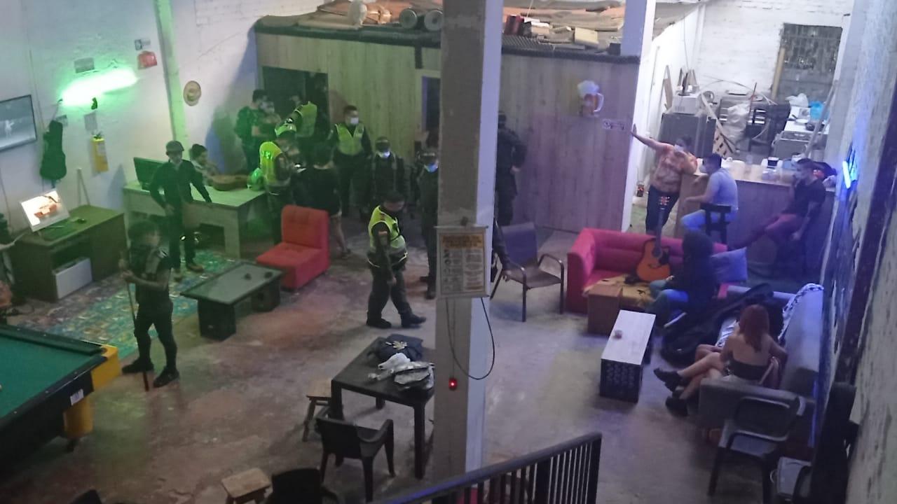 Fotos y video: Policía intervino fiesta clandestina en el Centro de Ibagué