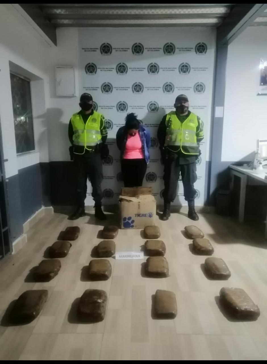 Capturaron cerca a Cajamarca a pasajera que viajaba en bus con 15,5 kilos de marihuana