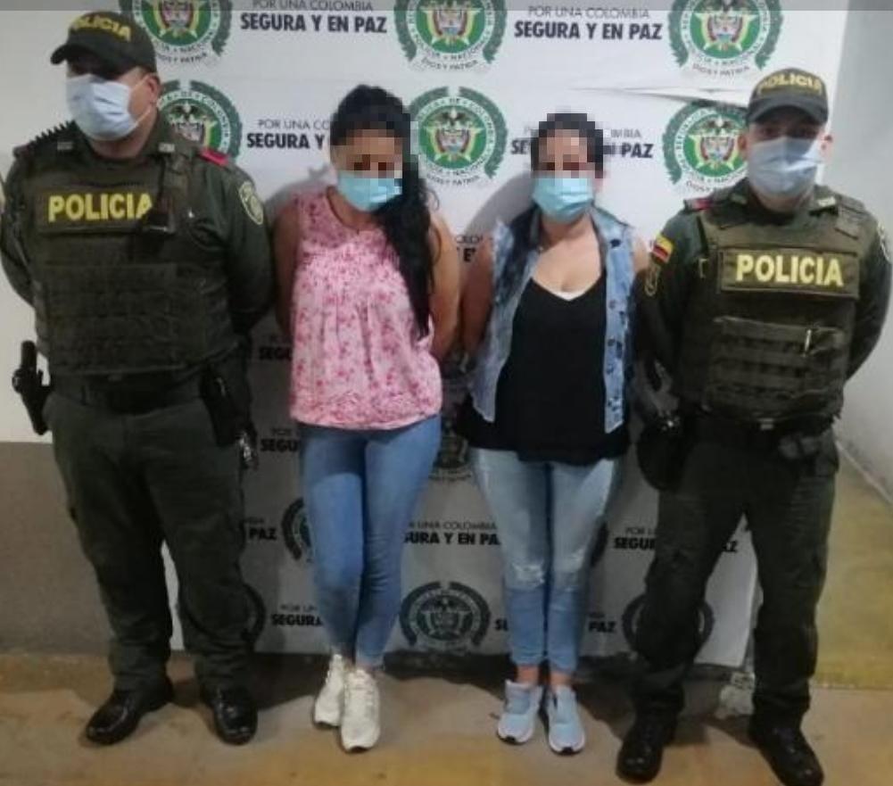 Captura en flagrancia de dos mujeres que hurtaron en establecimiento comercial