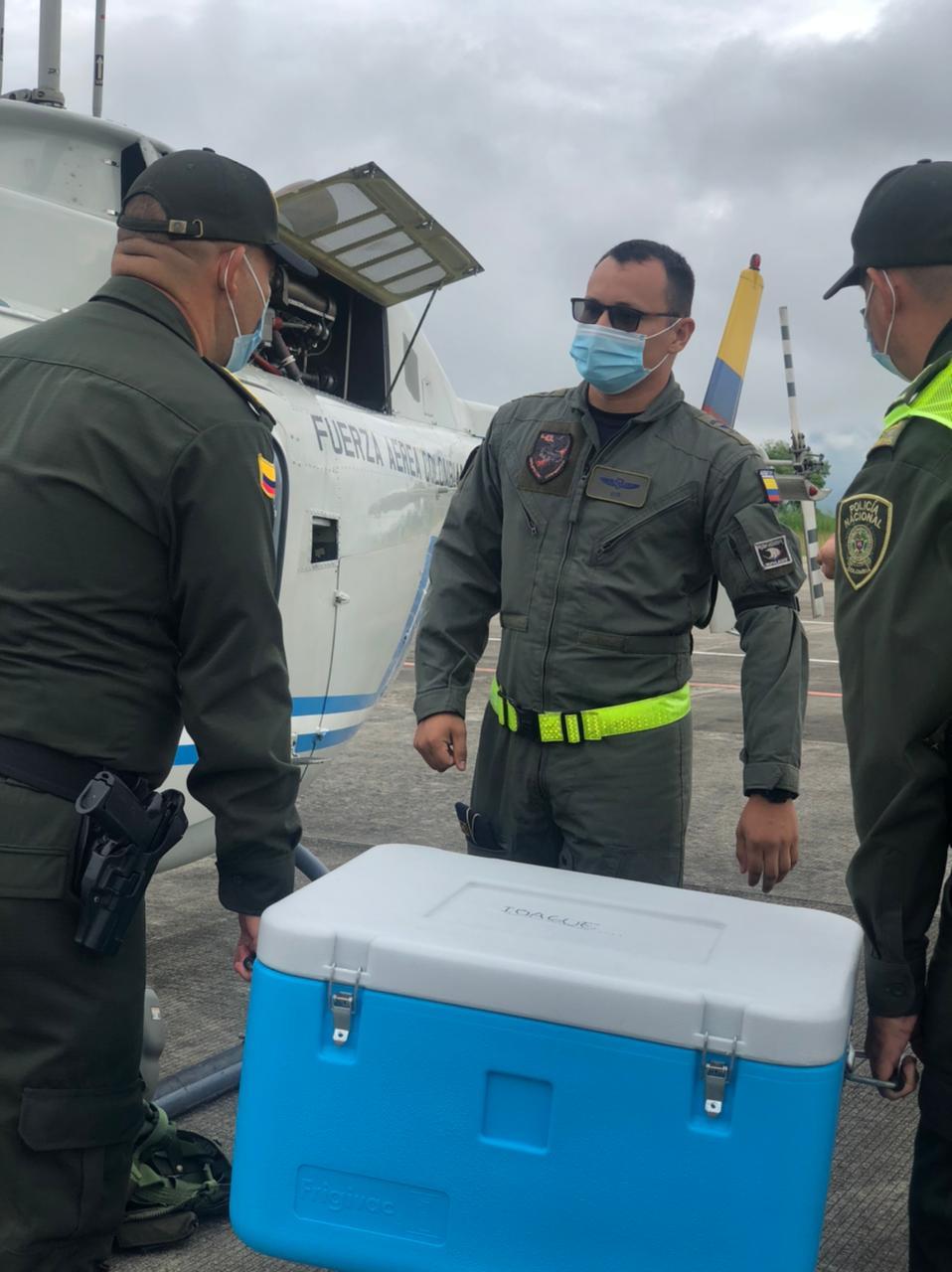 Policía y Fuerza Aérea, unidos en el transporte de vacunas contra el Covid en el Tolima