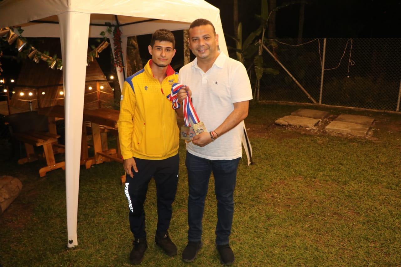Retornó a Ibagué el medallista y récord panamericano de levantamiento de pesas