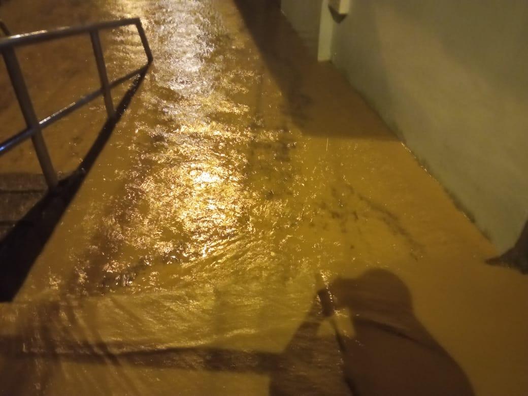 Desbordamiento de quebrada afectó casas de tres barrios en Melgar