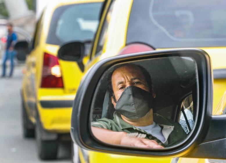 Taxistas continuarán operando con el 90 % del parque automotor en Ibagué desde este sábado