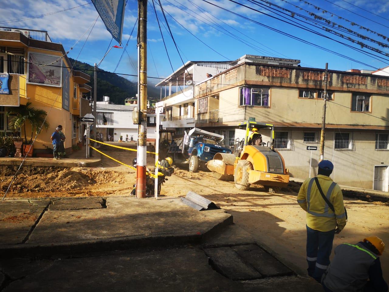 Avanza rehabilitación de vía que conecta al barrio La Pola con el Parque Centenario