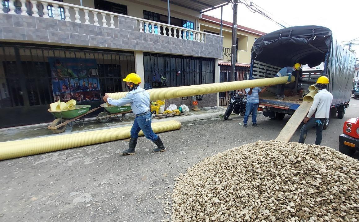 Ibal cambia más de 120 metros tubería de alcantarillado en algunos barrios