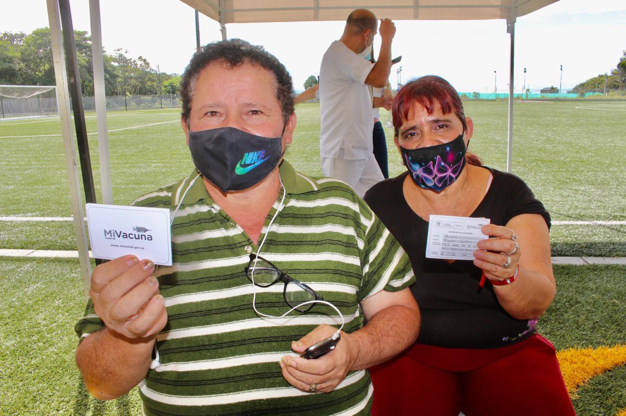 Inicia vacunación de ciudadanos mayores de 55 años en el Parque Deportivo