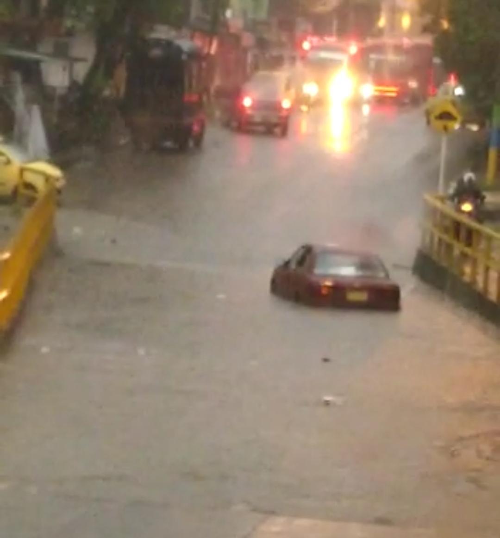 Intensas lluvias generan desbordamiento de colectores de agua en Ibagué