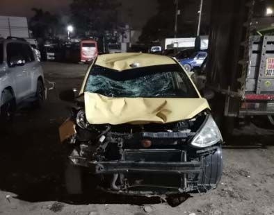 Taxista arrolló a motociclistas: Un muerto y un herido