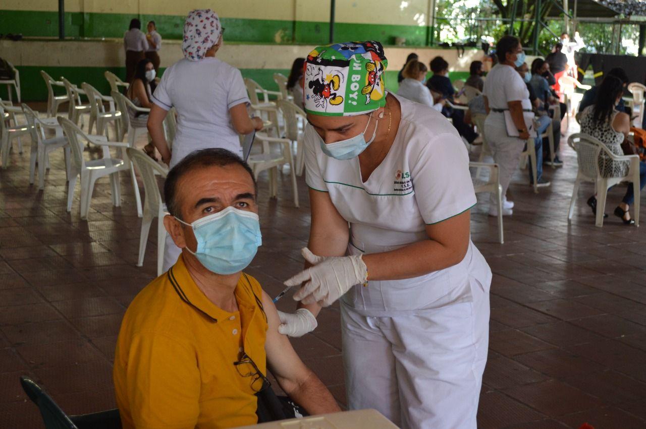 Cerca de 2.000 funcionarios del sector educativo han sido vacunados contra el Covid en Ibagué