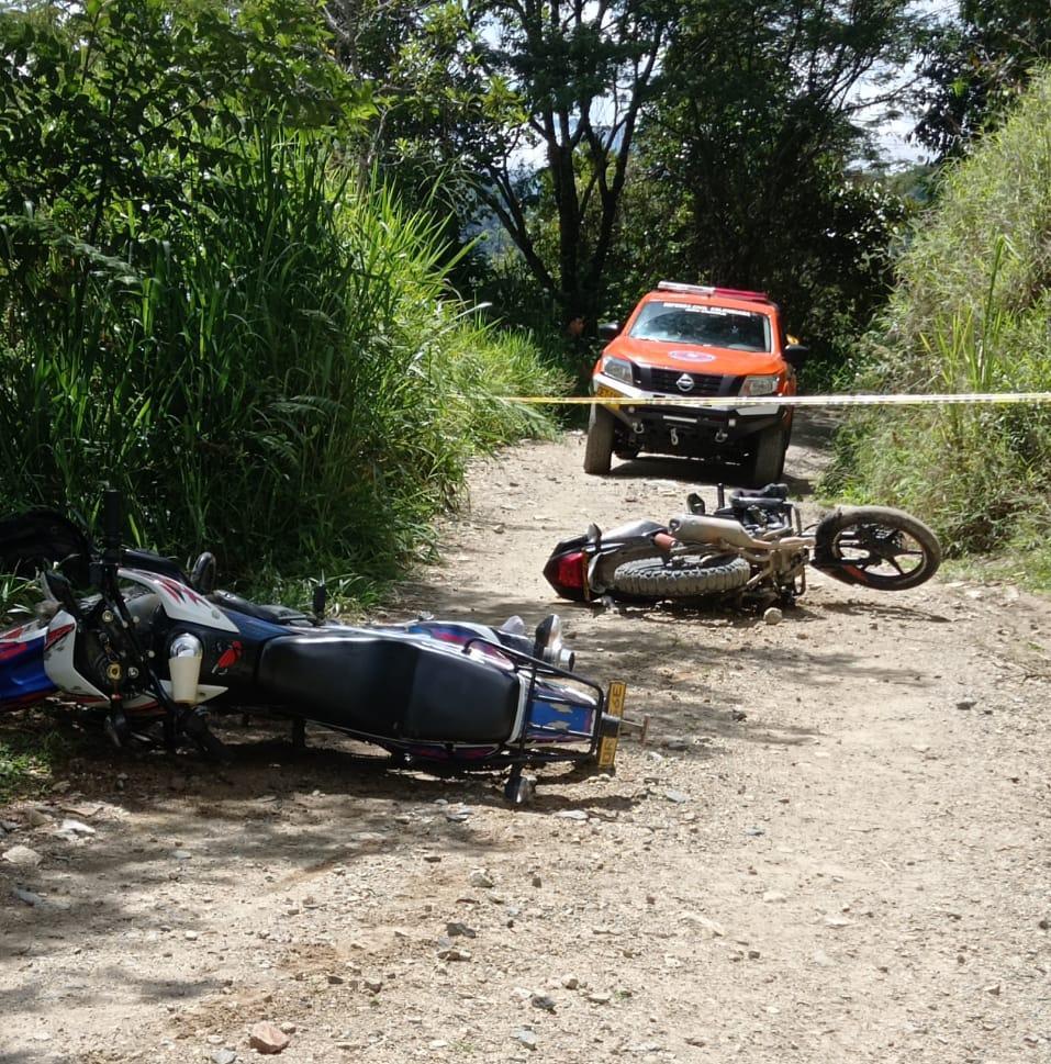 Accidente de dos motocicletas deja un muerto y un lesionado