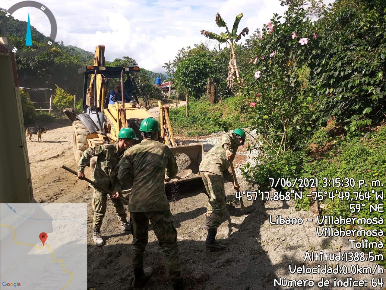 Soldados mejoran la vía que comunica las veredas Orian, Potosí, Mina Pobre y Primavera