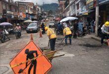Trabajos de parcheo vial en el barrio El Carmen