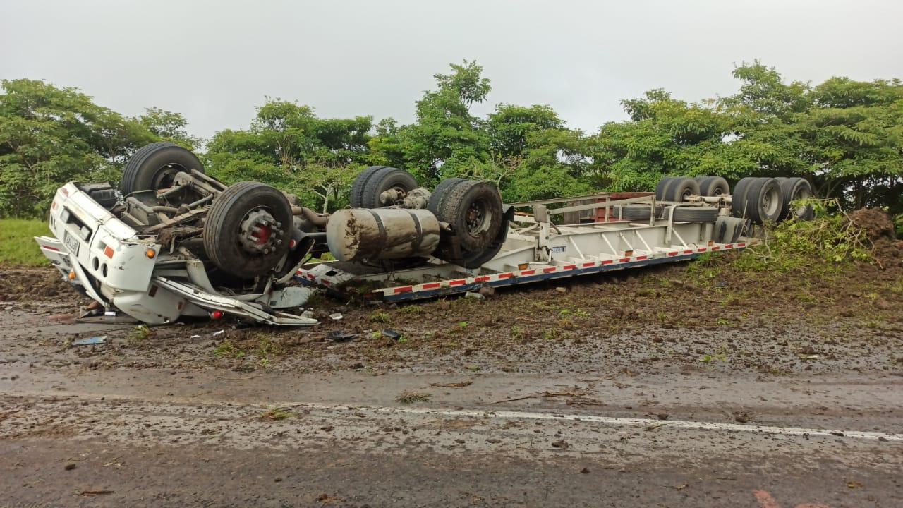 Conductor de 'mini tractomula' murió en siniestro vial cerca a la Casa de la Moneda