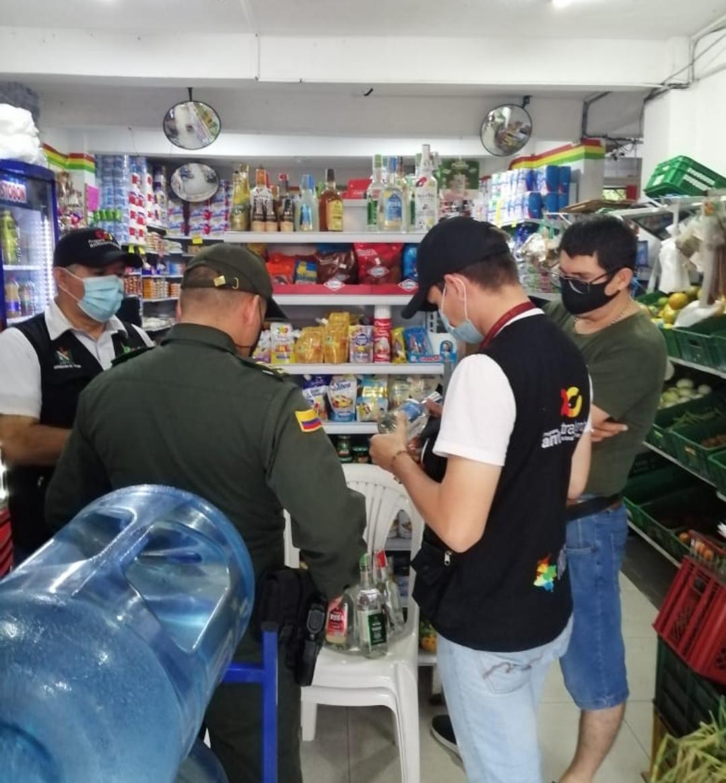 Incautan cuarenta botellas de licor en la comuna seis de Ibagué