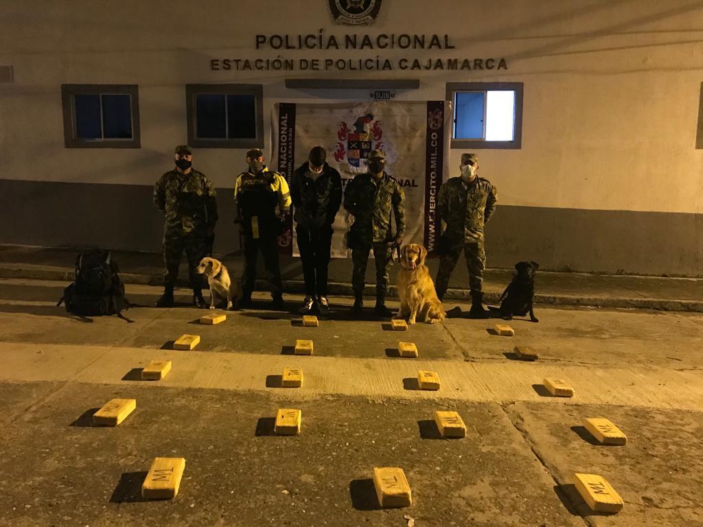 Capturado pasajero de bus con 13 kilos de marihuana en puesto de control en Cajamarca