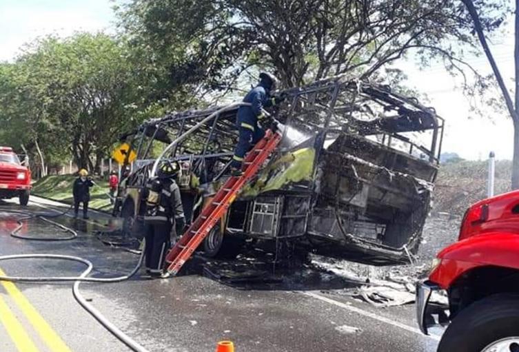 Ardió un bus de Rápido Tolima entre Honda y La Dorada