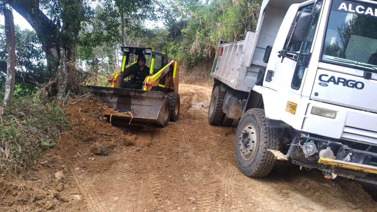 Intervienen tramos viales críticos en Tapias