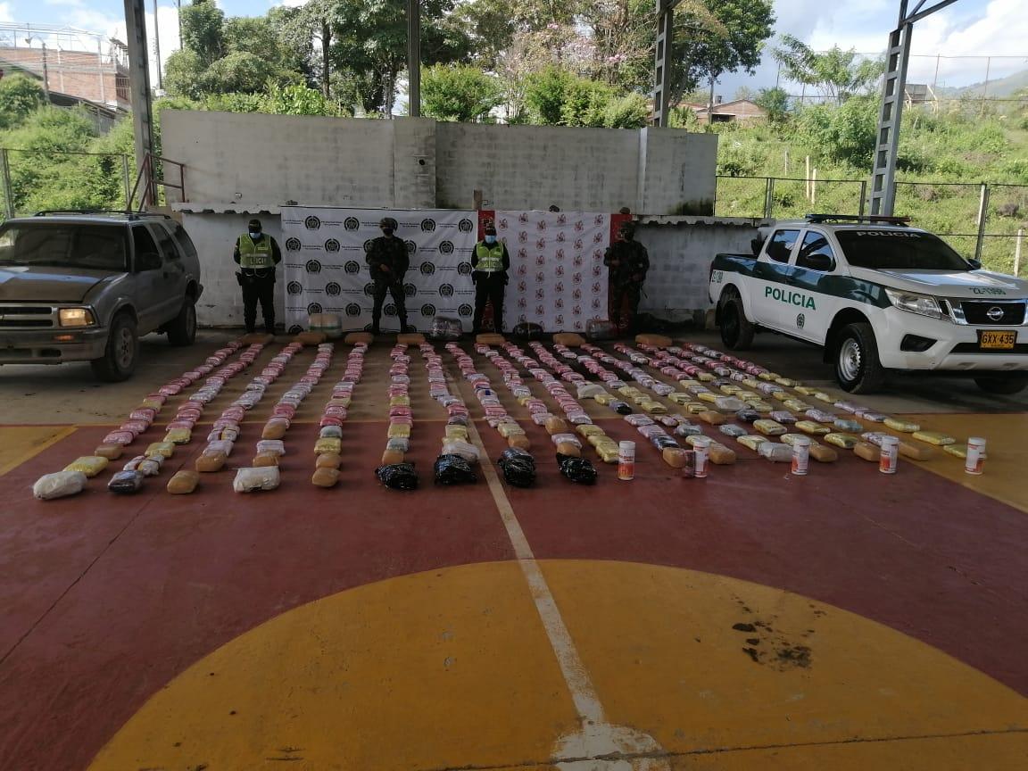 Cayó 'narco camioneta' cargada con 372 kilos de marihuana en vía del Tolima