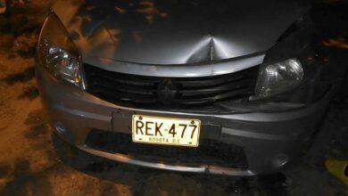 Policía alicorado chocó un taxi, quiso huir y atropelló a un adulto mayor