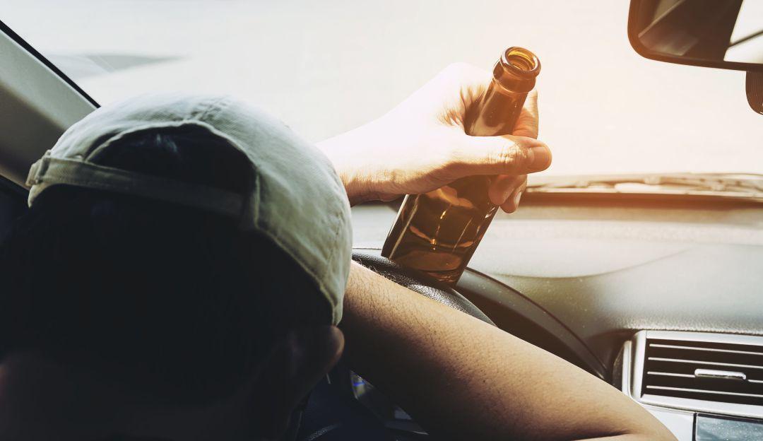 Conductor borracho arrolló a un agente de tránsito