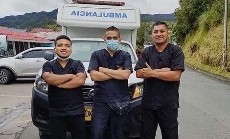 Tripulantes de ambulancia fallecieron en el fondo de un abismo