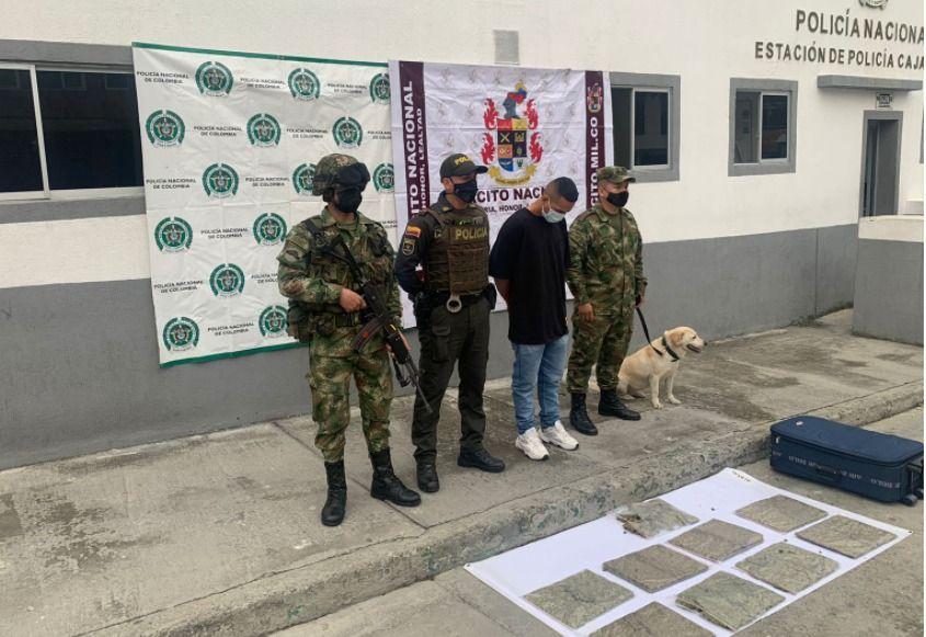 Pasajero de bus cayó con cuatro kilos de marihuana en vía del Tolima