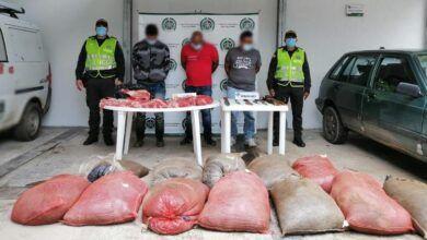 Con las 'manos en la carne' fueron capturados tres hombres